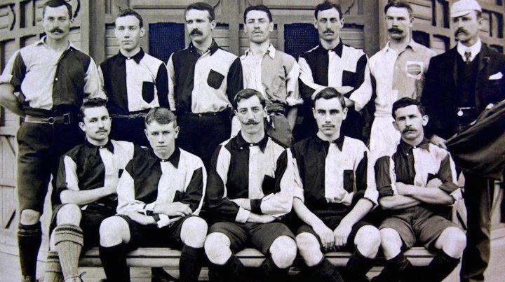El equipo de Plaza Jewell que ganó la Copa Competencia del 1905. Atlético del Rosario fue precursor de la ciudad en lo que hoy es la AFA.