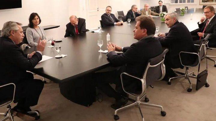 Nardelli (a laderecha de la imagen) en una reunión con el presidente Fernández y el gobernador Perotti en plena crisis por Vicentin.