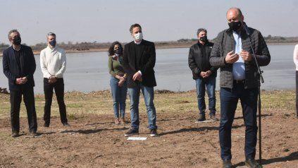 El gobernador Perotti, el ministro de Medio Ambiente de la Nación, Juan Cabandie, y el intendente Javkin, entre otros durante la presentación de los Faros de Conservación en Gaboto.