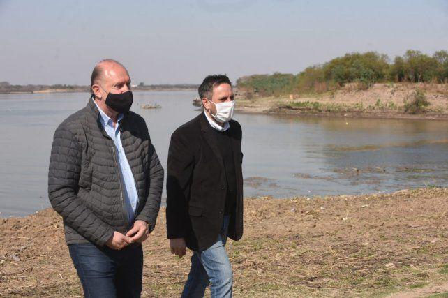 El gobernaor Perotti junto al ministro de Medio Ambiente, Juan Cabandié.