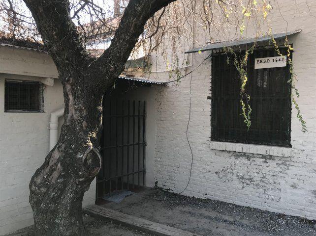 Ingreso al precario edificio donde funciona el Anexo Nº 1643