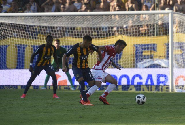 López Pissano debutó ante Unión, con Leo Fernández como DT.