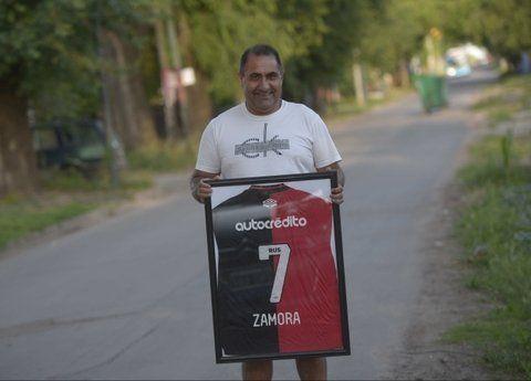 Negro el 7. Julio Zamora contó sus anécdotas en el inicio del baby fútbol.