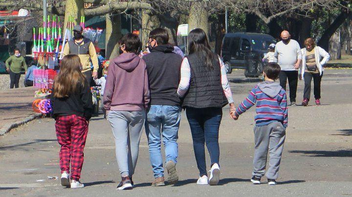 caminando muy juntos. Tomar las máximas medidas de prevención