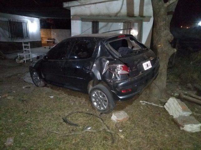 El l vehículo tuvo serios daños pero el conductor sólo sufrió lesiones leves.
