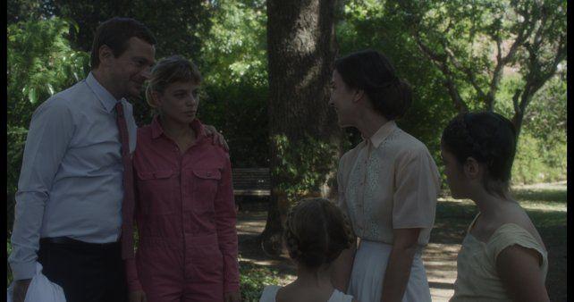 Pfening y Justina Bustos (izquierda) encabezan el elenco del tercer largometraje de Jimena Monteoliva.