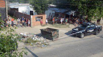 La joven fue hallada quemada en un volquete de Gaboto y Felipe Moré donde un vecino la había dejado envuelta en una alfombra