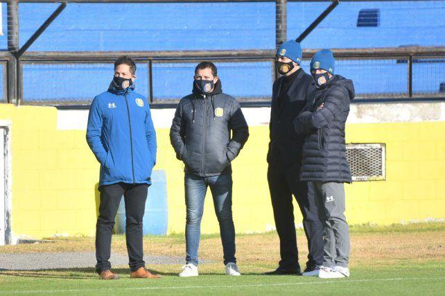 Di Pollina y Carloni, dirigentes de Central, junto a Gordillo y el Kily.