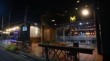 Durante la noche de ayer los locales gastronómicos permanecieron casi vacíos.
