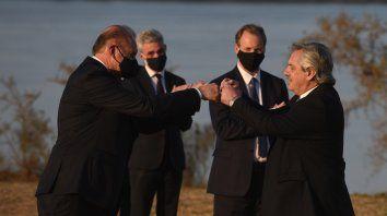 Perotti, Fernández y Bordet (al fondo) compartieron el viernes un acto en suelo santafesino.