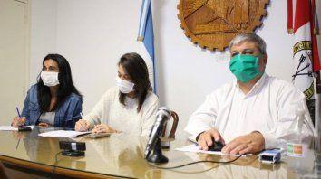 Alejandra Ratti (centro) y el intendente Alberto Ricci siguen atentos a la ocupación de camas en Rosario.