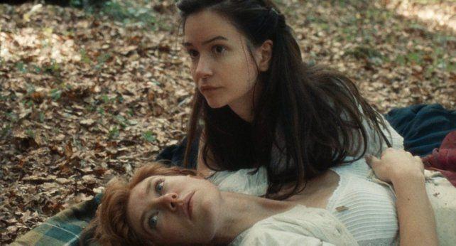 """""""The World to Come"""", de Mona Fastvold, está ambientada en Nueva York en la década de 1850 y trata de dos mujeres, esposas de agricultores, que se enamoran."""