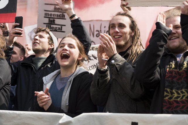 """""""And Tomorrow the Entire World"""", de Julia von Heinz, una historia sobre neonazis y antifascistas en la Alemania contemporánea."""