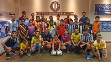 Los deportistas de todos los clubes esperan la decisión del presidente Mario Giammaría. La Rosarina de Fútbol no volvería el lunes.