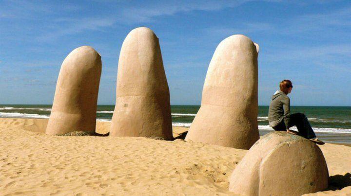 Punta del Este es uno de los destinos turísticos preferidos por los argentinos durante la temporada estival.