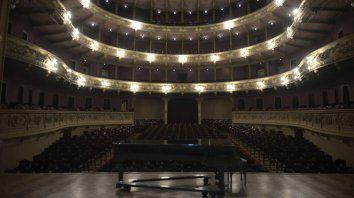 La inconfundible sala del teatro El Círculo, en Laprida y Mendoza, espera el momento para reabrir sus puertas.