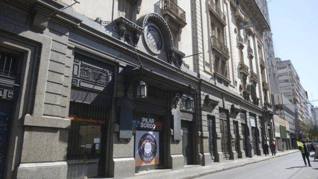 El frente del teatro Fundación Astengo, en pleno centro.