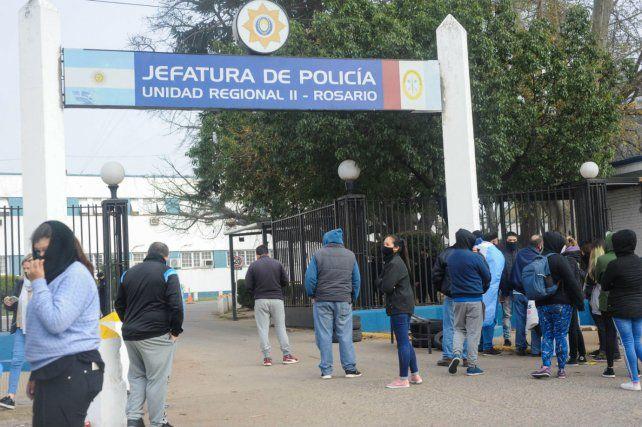 Tensión en Jefatura: la jefa de Policía les pidió a los manifestantes que desalojen el acceso de Jefatura