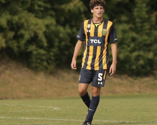 Mateo Tanlongo, con la 5, en el equipo del Kily.