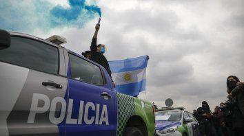 La Policía Bonaerense desplegó sus unidades móviles para acompañar las protestas.