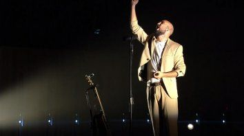 Con todo el alma. Abel Pintos cantó unos 35 temas el sábado en La Usina del Arte, en su primer streaming.