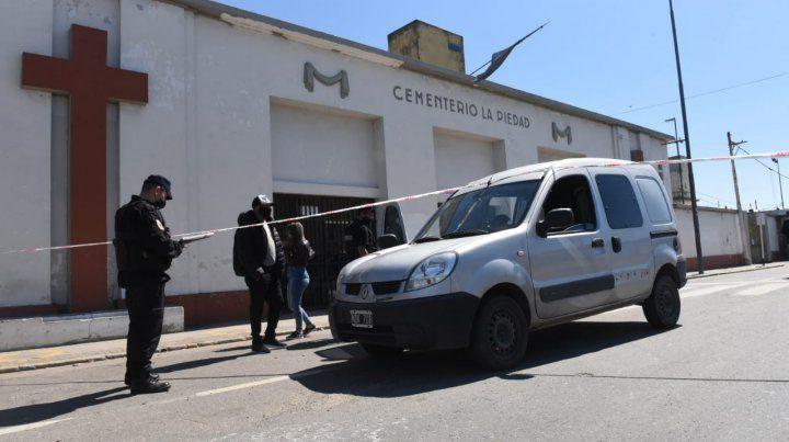 Un Renault Kangoo de la familia del joven que estaban enterrando