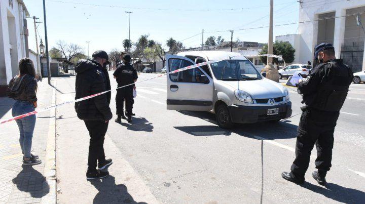 Una de las camionetas baleadas a la salida del cementerio La Piedad.