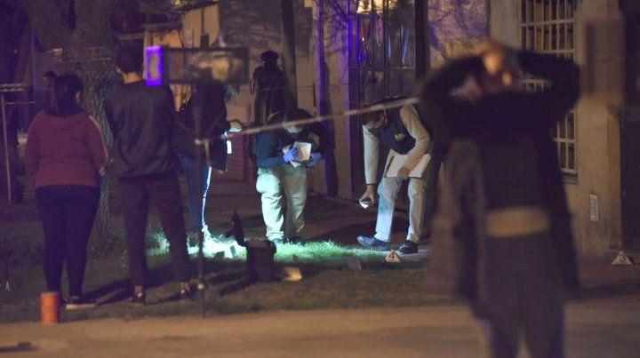 Disparan contra tres casas y matan a una chica de 14 años que estaba lavando los platos