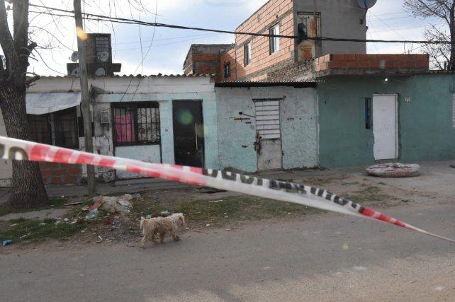 Un muerto y cuantro heridos fue le saldo de la balacera contra una vivienda que se registro anoche en barrio Nuevo Alberdi.