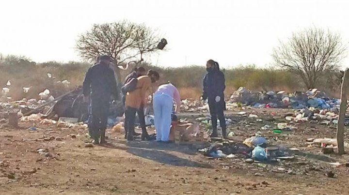 El basural donde fue hallado el cuerpo sin vida de un bebé de pocos días en Añatuya.