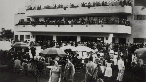 """El emblemático edificio de """"La Dulce"""" inaugurado en 1936,  frente a la principal pileta de natación."""