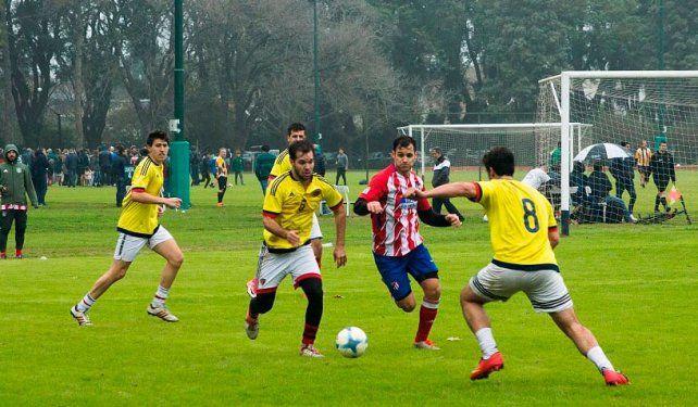 La pasión de multitudes que genera el fútbol se transmite en los torneos internos.
