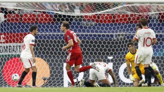Goretzka festeja su gol que significó el 1-1, iban 34 minutos.