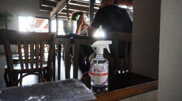 Los bares podrán tener clientes en el interior y en mesas en la vereda.