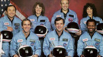 Los siete astronautas del Challenger fallecieron en la explosión del transbordador pocos minutos después de despegar.