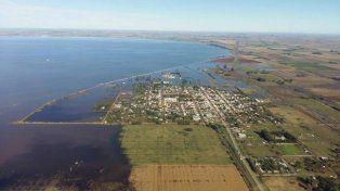 Avance. Las aguas amenazan el casco urbano de Melincué.