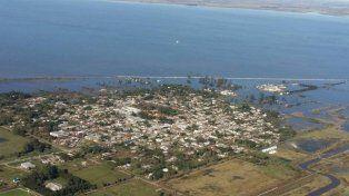 Imponente. Las aguas avanzan sobre la localidad del departamento General López. (Gentileza FM Dale! de Venado Tuerto)