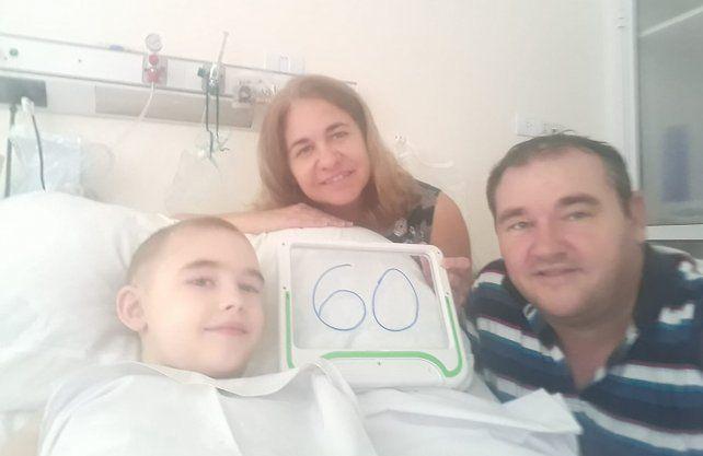 Ciro junto a su familia en la ciudad de Buenos Aires.