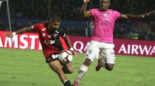 Gabriel Esparza, a fondo contra Colón