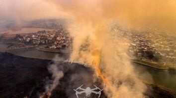 Incendio en el bañado del río Salado desde el aire.