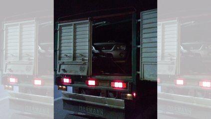 Atrapan a camionero que eludió un control llevando un auto robado