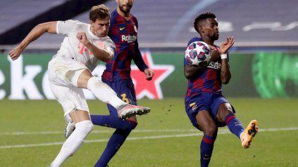 Leon Goretzka, jugador de Bayern Munich, atendió a Messi después de la goleada.