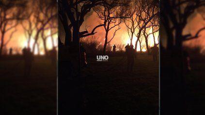 Un incendio de grandes proporciones alertó a vecinos de Sauce Viejo