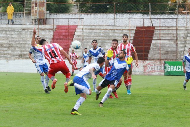 Regional Amateur: Atlético Paraná goleó a Sportivo Urquiza