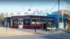 Le boquetearon el techo a una pizzería en Paraná
