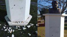 Dañaron el busto de Oslvado Bayer en Concepción del Uruguay