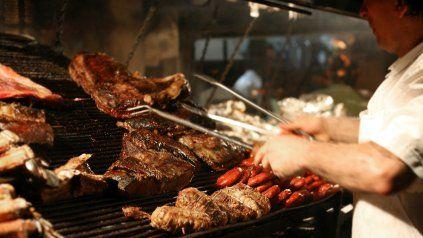 Gastronomía tradicional. La parrillada, con asado de diversos cortes y achuras, es el plato por el que la Argentina es reconocida en el mundo.