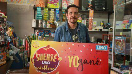 Orlando Fernández con parte del premio tiene pensando sorprender a un amigo especial.