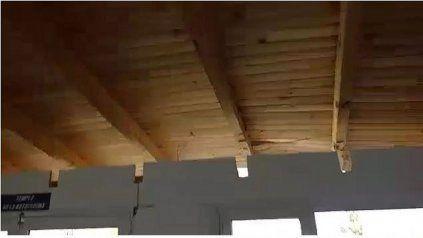 Video: el viento casi desprende el techo de un club