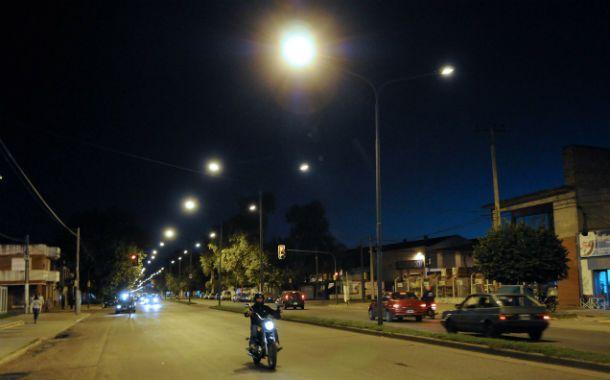 Bulevar avellaneda. Uno de los sectores donde la Municipalidad decidió el cambio de luminarias con vistas al ahorro de energía eléctrica.